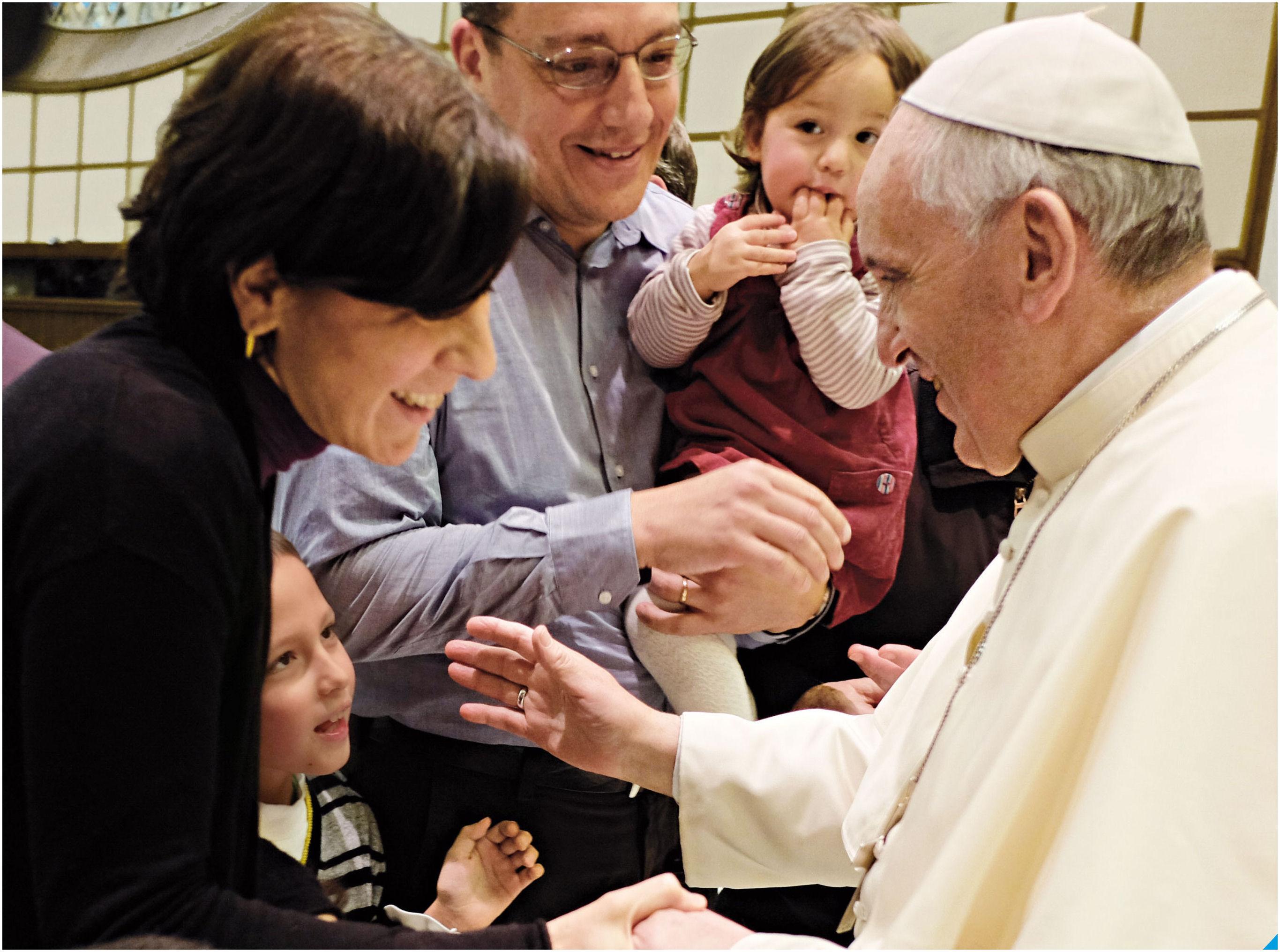 Risultati immagini per papa francesco con la familia